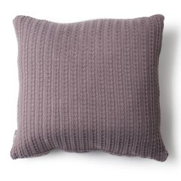Cojin-retenido-lila-sucio-45x45
